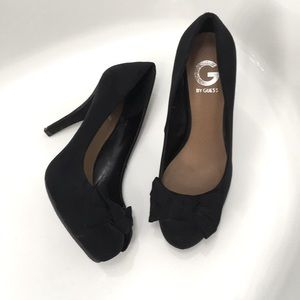 EUC Velvet G by Guess Heels with Bow at Tow